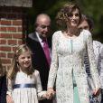 La reine Letizia d'Espagne et sa fille l'infante Sofia le 20 mai 2015 à la paroisse Notre-Dame d'Aravaca, dans la banlieue ouest de Madrid, lors de la première communion de Leonor, princesse des Asturies.