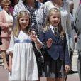 La princesse Leonor des Asturies effectuait le 20 mai 2015, en présence de sa soeur l'infante Sofia, sa première communion à la paroisse Notre-Dame d'Aravaca, dans la banlieue ouest de Madrid.