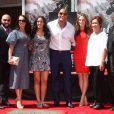 """""""Dwayne Johnson pose en famille avec sa petite amie Lauren Hashian - Dwayne Johnson laisse ses empreintes dans le ciment hollywoodien au TCL Chinese Theater à Hollywood, le 19 mai 2015"""""""