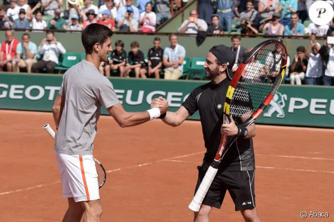 novak djokovic et cyril hanouna lors du kid 39 s day roland garros le 23 mai 2015 paris. Black Bedroom Furniture Sets. Home Design Ideas