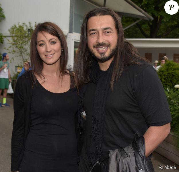 Moundir et sa belle épouse Inès, enceinte de leur premier enfant, posent au Village de l'edition 2015 du tournoi de tennis de Roland Garros à Paris, le 25 mai 2015