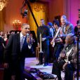 B.B. King chante 'Sweet Home Chicago' avec Barack Obama lors de la soirée 'In Performance at the White House : Red, White and Blues' avec Troy 'Trombone Shorty' Andrews, Jeff Beck, Derek Trucks, et Gary Clark, Jr. à Washington le 2 décembre 2012