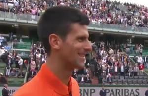 Novak Djokovic, en français, fait mourir de rire le public de Roland-Garros !