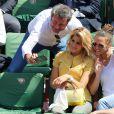 Jérôme Anthony, le chanteuse Joyy et Lorie dans les tribunes lors du tournoi de tennis de Roland Garros à Paris le 27 mai 2015.