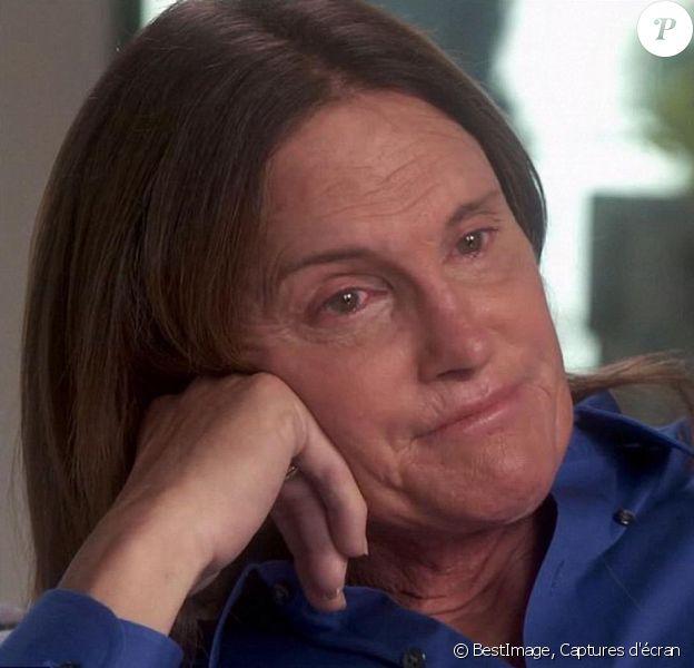 Bruce Jenner analyse sa nouvelle identité avec Diane Sawyer, dans son interview pour ABC, le 24 avril 2015. Bruce a révélé les détails de sa transformation dans une interview confession exclusive, en compagnie de ses enfants Brody, Brandon, Casey et Burt Jenner. L'ex-athlète de 65 ans est prêt à affronter le monde, dans la peau d'une femme