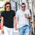 "Zachary Quinto (""Star Trek"") se promène, main dans la main, avec son compagnon Miles McMillan à New York, le 28 mai 2015"