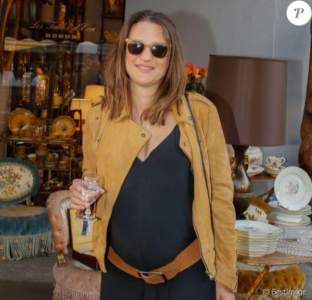 """Camille Cottin enceinte - Soirée """"Grand Fooding S. Pellegrino"""" au marché Paul Bert Serpette à Saint-Ouen, le 6 juin 2015."""