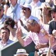 Le joueur de football Allemand Bastian Schweinsteiger assiste à la défaite de sa compagne Ana Ivanovic lors des internationaux de Roland-Garros à Paris le 2 juin 2015.
