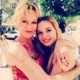 Melanie Griffith à Los Angeles pour la remise de diplôme de sa fille Stella le 8 juin 2015.