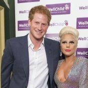 Lady Gaga : Toute poitrine dehors devant un Prince Harry ravi !