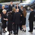 La princesse Laurentien, le roi Felipe VI d'Espagne, la reine Letizia d'Espagne, la princesse Beatrix des Pays-Bas, le roi Willem-Alexander et la reine Maxima des Pays-Bas, Siméon II de Bulgarie et sa femme Margarita, la princesse Miriam de Bulgarie, veuve de Kardam, et ses fils Boris et Beltran. Les familles royales d'Espagne et des Pays-Bas ainsi que de nombreuses personnalités espagnoles se sont réunies le 8 juin 2015 au monastère San Jeronimos el Real, à Madrid, autour de la famille du prince Kardam de Bulgarie pour une messe à sa mémoire, deux mois après sa mort le 7 avril, après cinq ans passés dans le coma.