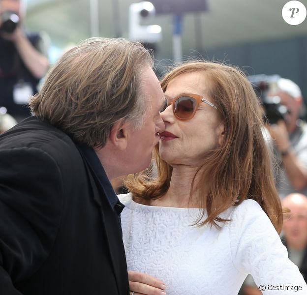 "Isabelle Huppert et Gérard Depardieu - Photocall du film ""Valley of Love"" lors du 68e festival de Cannes le 21 mai 2015."