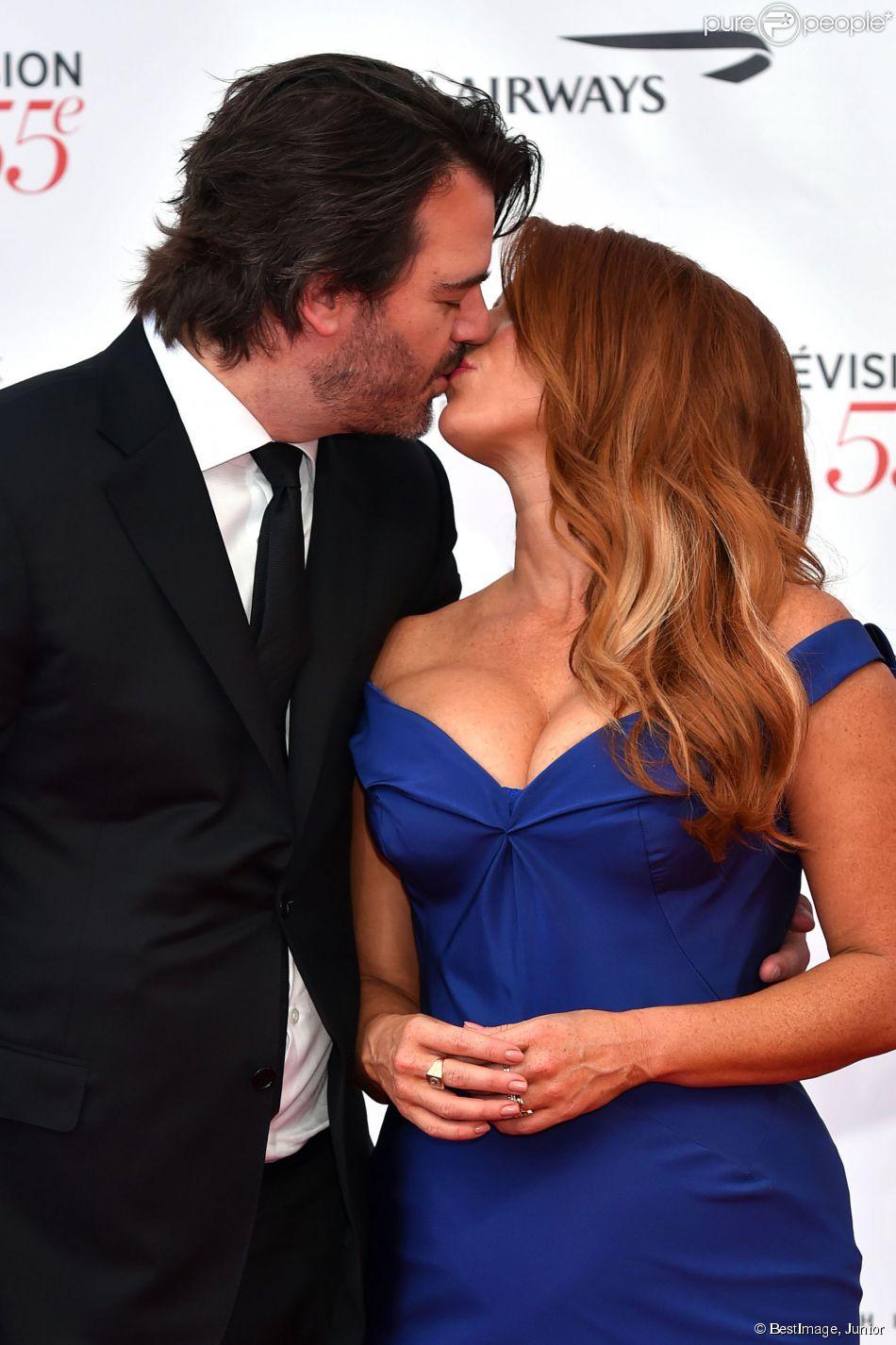 Poppy Montgomery, héroïne de la série Unforgettable, embrasse son mari Shawn Sanford lors de la soirée d'ouverture du 55e Festival International de Télévision de Monte-Carlo le 13 juin 2015 !