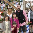 """Info - Franck Ribery bientôt papa pour la quatrième fois - Franck Ribery célèbre la fête de la bière """"Oktoberfest"""" avec sa femme Wahiba et ses enfants Salif, Shakinez et Hizya à Munich en Allemagne le 5 octobre 2014."""