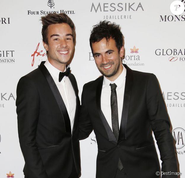 Alex Goude et son mari Romain - Photocall au dîner du Global Gift Gala, organisé au Four Seasons Hôtel George V à Paris, le 25 mai 2015.