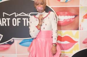Lily Allen : Adorable bonbon rose dans sa robe acidulée, devant Pierre Sarkozy