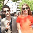 Pierre Niney et sa compagne Natasha Andrews à la sortie du défilé de mode masculine Dior printemps-été 2016 au Tennis Club de Paris le 27 juin 2015.