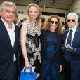 Sidney Toledano, Delphine Arnault, Marisa Berenson et Karl Lagerfeld - Défilé Dior Homme printemps-été 2016 au Tennis Club de Paris le 27 juin 2015.