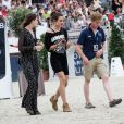 Juliette Maillot, Charlotte Casiraghi et Marcus Ehning reconnaissent le parcours lors du Longines Paris Eiffel Jumping au Champ-de-Mars à Paris, le 4 juillet 2015.