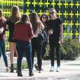 Semi-Exclusif - Harry Styles fait du shopping avec un ami à Los Angeles, le 7 juillet 2015.