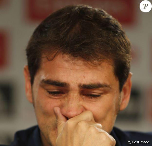Iker Casillas, ému aux larmes lors d'une conférence de presse durant laquelle il a annoncé qu'il quittait le Real Madrid, le 12 juin 2015 à Madrid
