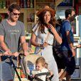 Iker Casillas profite de ses vacances sur l'île de Mykonos avec sa belle Sara Carbonero et leur petit Martin, le 25 juin 2015