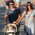Iker Casillas, sur l'île de Mykonos avec sa belle Sara Carbonero et leur petit Martin, le 25 juin 2015