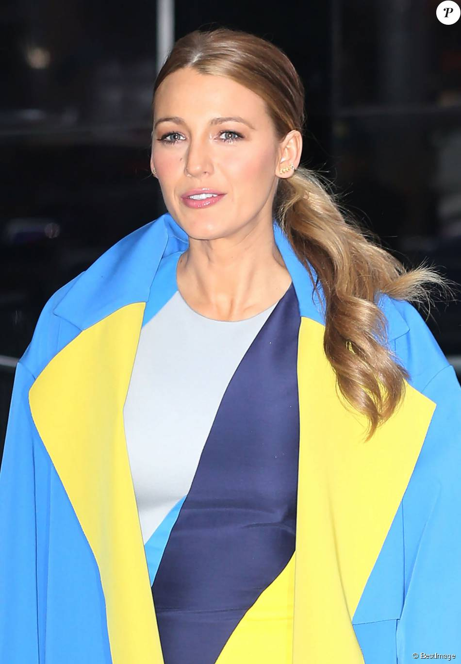 Blake lively amp america ferrara flashing panties 1