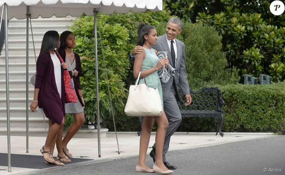 Barack Obama et sa fille Sasha quittent la Maison Blanche à Washington, le 17 juillet 2015.