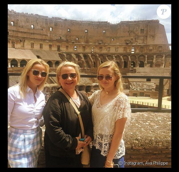 Ava Philippe pose avec sa mère Reese et sa grand-mère Betty Witherspoon, à Rome. (photo postée le 20 juin 2015)