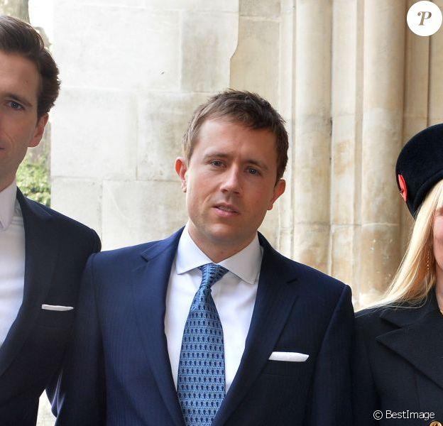 Miles Frost (centre) avec sa mère Carina et ses frères Wilfred (à gauche) et George lors de la messe à la mémoire de Sir David Frost en l'abbaye de Westminster à Londres, le 13 mars 2014. Miles Frost est brutalement décédé le 19 juillet 2015 à 31 ans alors qu'il faisait du jogging.