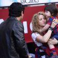 Shakira, avec ses enfants Milan (2 ans) et Sasha (3 mois), et sa belle-mère Montserrat Bernabeu, a assisté au match de football de son compagnon Gérard Piqué, Barca Vs Vanlence, à Barcelone. Le 16 avril 2015