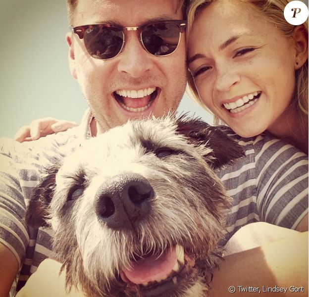 Lindsey Gort avec son époux Beau Loughlin et leur petit chien Raz, photo publiée le 20 juillet 2015