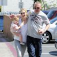Kelly Rutherford à West Hollywood avec sa fille Helena Grace, et son nouveau compagnon, le 13 mai 2010