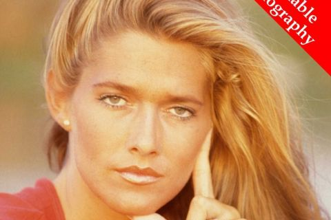 "Caroline Cossey : De ""Playboy"" à James Bond, confidences d'une icône trans"