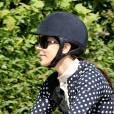Le prince Frederik de Danemark, la princesse Mary et leurs enfants sont partis à vélo pour le centre équestre de Grasten le 24 juillet 2015, après la cérémonie de la relève de la garde.