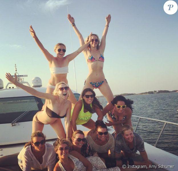 Amy Schumer et Jennifer Lawrence s'éclatent en vacances à Luri (Corse). Photo postée le 30 juillet 2015