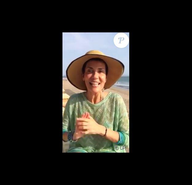 Cristina Cordula sans make-up à Bali, fait une vidéo pour ses followers, sur Facebook, le 7 aout 2015