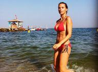 Sylvie Tellier, sirène sexy et sportive en bikini, affronte les vagues avec brio