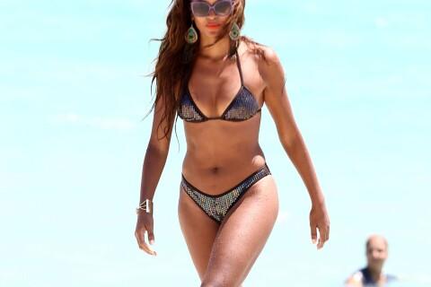 Claudia Jordan : Torride en bikini, la quadra se dore la pilule en vacances