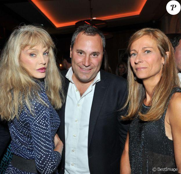"""Exclusif - Arielle Dombasle, Benjamin Patou et Anne Gravoin - Premier anniversaire du restaurant """"Victoria 1836"""" à Paris, le 2 septembre 2015."""