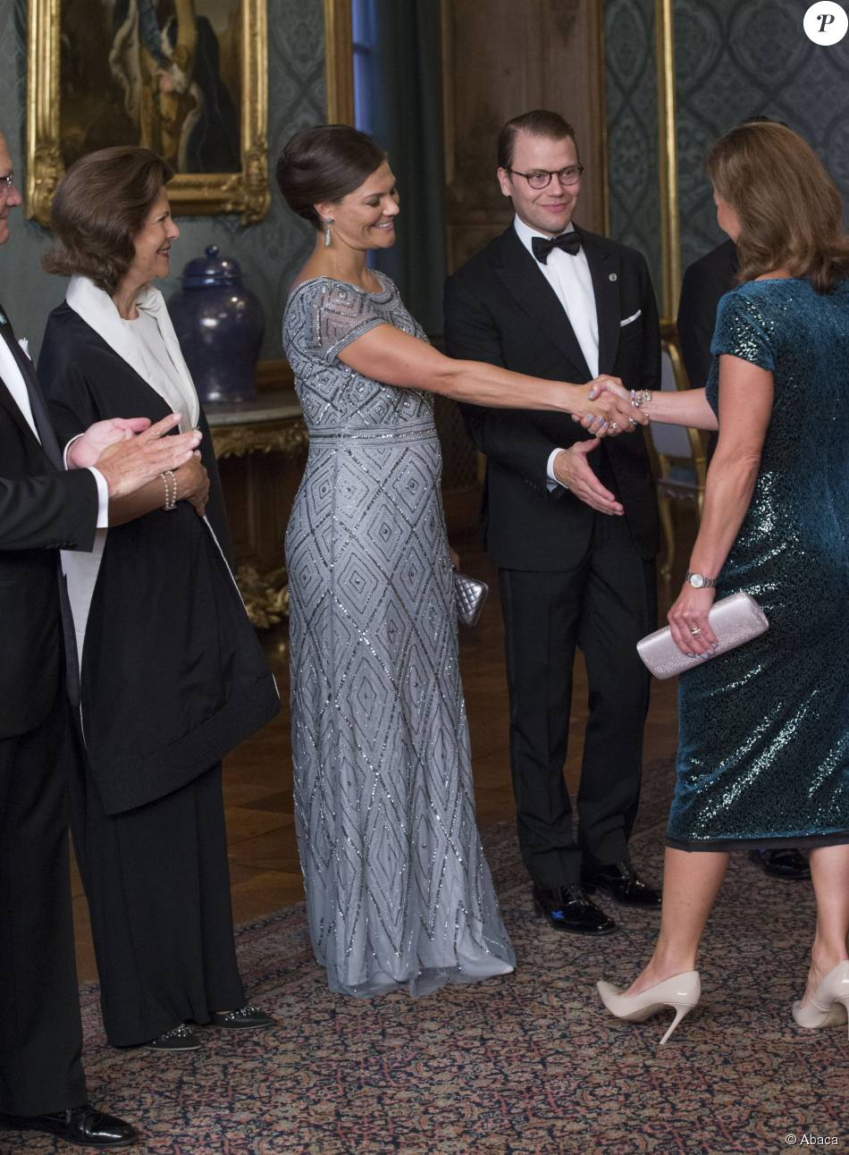 La princesse Victoria de Suède, enceinte de son deuxième enfant, prenait part à un dîner de gala au palais Drottningholm, à Stockholm, le 4 septembre 2015, quelques minutes après l'annonce de sa seconde grossesse.