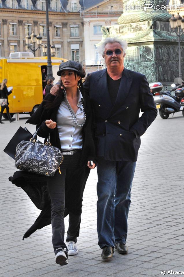 Flavio Briatore et sa femme  Elisabetta Gregoraci traversant la place Vendôme (Paris)