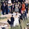 """Exclusif - Mariage de Allison Williams (""""Girls"""") et Ricky Van Veen dans une ferme du Wyoming le 19 septembre 2015. Son père, Brian Williams, l'emmène fièrement jusqu'à l'autel devant ses proches réunis pour cette superbe cérémonie. Parmi eux, John Mayer, Kary Perry, Lena Dunham, Rita Wilson, Bruce Springsteen, Diane Von Furstenberg, Seth Meyer ou encore Andy Cohen."""