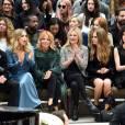 Gabriel-Kane Day-Lewis, Sienna Miller, Kate Moss, Cara Delevingne et sa compagne Annie Clark (St. Vincent), Naomi Harris - Défilé Burberry pendant la fashion week de Londres le 21 septembre 2015.