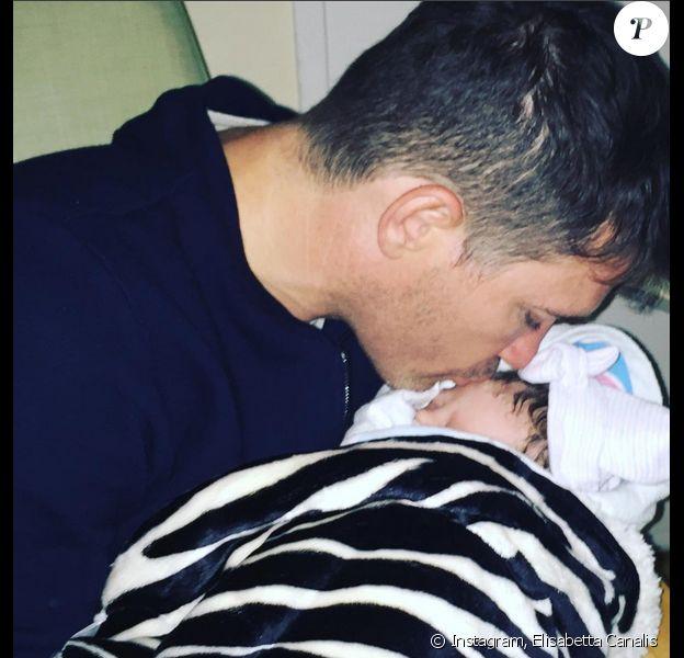 Skyler, la petite fille d'Elisabetta Canalis, avec son père Brian Perri - Photo publiée le 29 septembre 2015