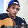 Ryan Malgarini a rajouté une photo de lui en train de jouer de la guitare sur sa page Instagram