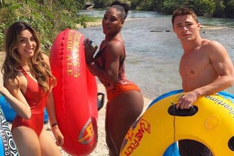 Serena Williams : Courbes généreuses et petit maillot de bain pour les vacances