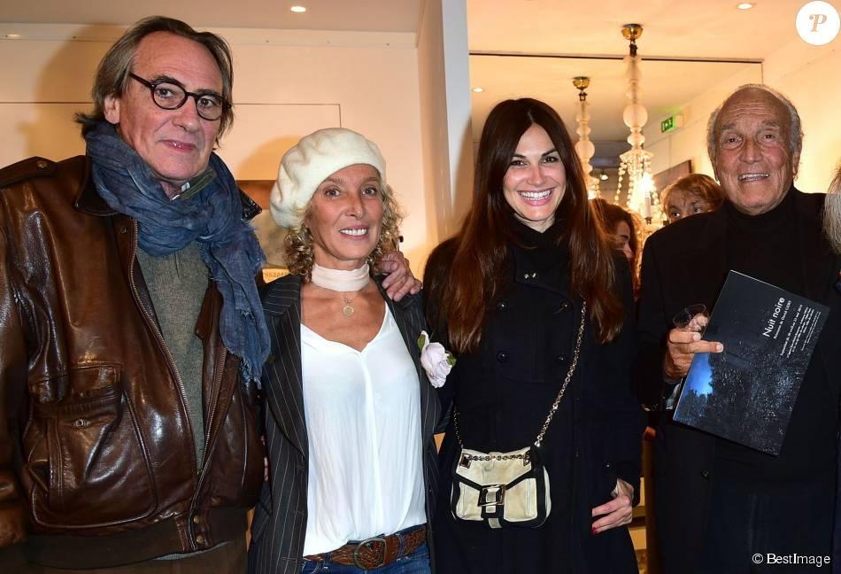 Nathalie Delon pose avec son fils Anthony. et retrouve son ex Alain Nathalie delon galerie photos