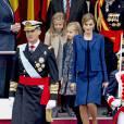 La reine Letizia d'Espagne en Felipe Varela lors de la Fête nationale espagnole à Madrid, le 12 octobre 2015.